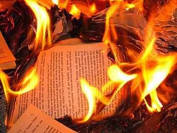 20100908204809-quema-libros