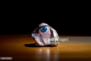 Crumpled Paper Photograph of Eye / Fotografía de Jan Stromme.