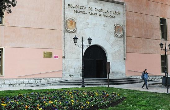Entrada de la Biblioteca Pública de Valladolid.